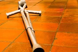 crutch-cross
